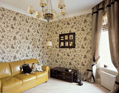 Уютная гостиная с обоями в стиле ретро.jpg